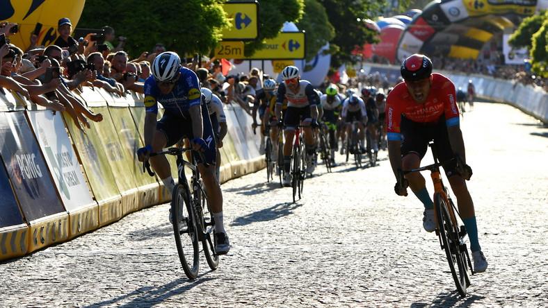 Phil Bauhaus (P) i Alvaro Hodega (L) na mecie pierwszego etapu 78. Tour de Pologne