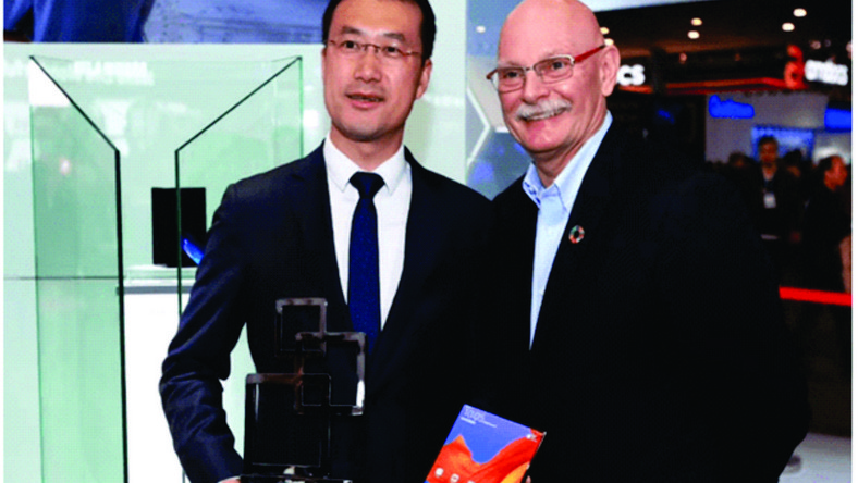 Kevin Ho, President of Handset Business, Huawei Consumer Business Group – left – and John Hoffman, CEO of GSMA