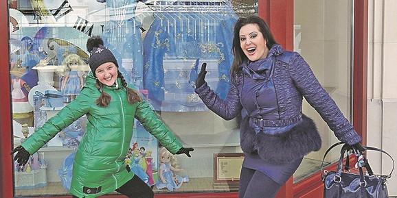Dragana Mirković i ćerka Manuela koja završava školu u Beču