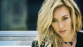 "Hilary Duff coveruje Fleetwood Mac i promuje serial ""Younger"""