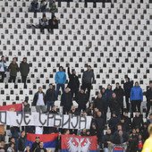 """UEFA NAS OPET KAŽNJAVA! Dokle više! FSS na tapetu zbog povika i zastave """"Kosovo je Srbija!"""