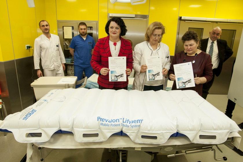 Szpital Specjalistyczny nr 2 w Bytomiu dostał materace do przenoszenia otyłych pacjentów