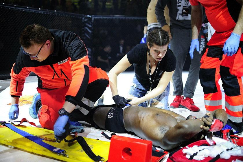 Envio Fight Night 17: Damian Waluch kopnął tam rywala. Cruz w szpitalu