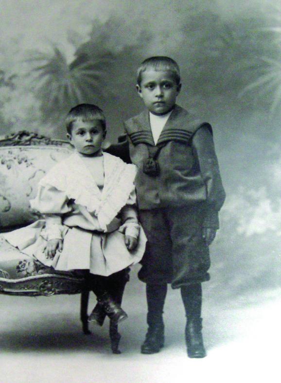 """Fotografija """"Brat i sestra"""" iz 1902. godine"""