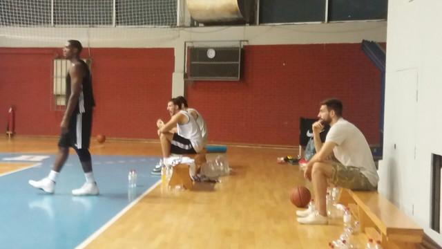 Karahodžić i Ratkovica na klupama, Robinson na terenu