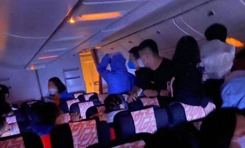 Eksplozja na pokładzie samolotu. Panika wśród pasażerów