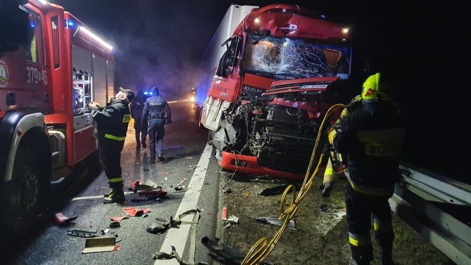 Pożar i zderzenie dwóch ciężarówek na trasie S3