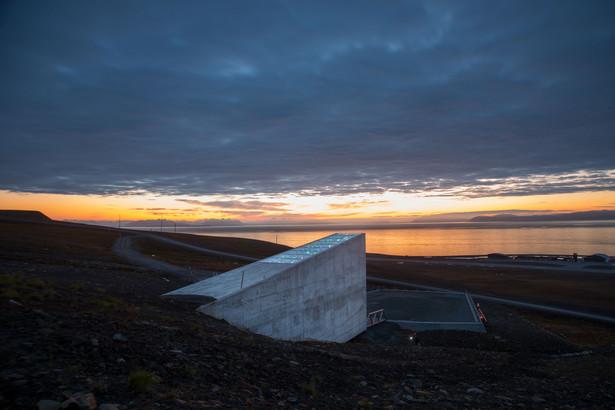 Globalny Bank Nasion, Svalbard, Norwegia, luty 2018. Autor zdjęcia: Riccardo Gangale, licencja CC BY-ND 4.0, źródło: https://www.flickr.com/photos/landbruks-_og_matdepartementet/sets/72157623004641656