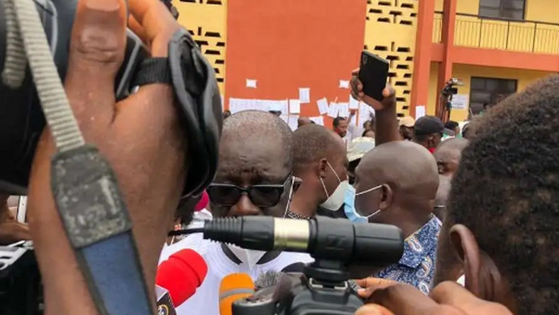 Obaseki addressing reporters after casting his vote (TheCable)