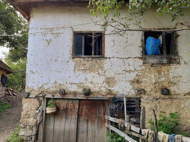 Trošna kuća