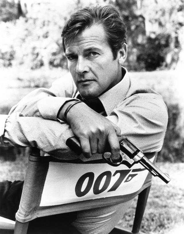 Rodžer Mur kao čuveni agent Džejms Bond