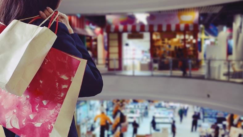 zakupy, sklepy, galeria handlowa, handel w niedziele, centrum handlowe. / fot. Shutterstock
