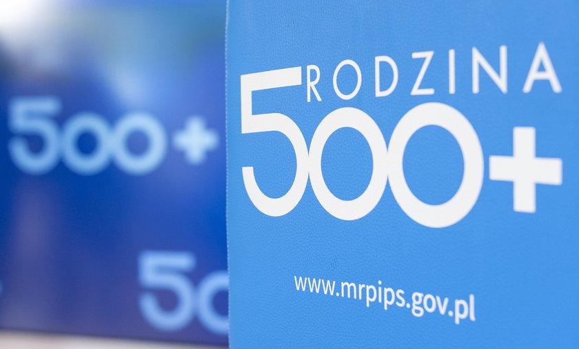 """Tylko koszty samej obsługi świadczenia """"500 plus"""" w latach 2016–2020, czyli od początku funkcjonowania programu, wyniosły ponad 1,6 mld zł."""