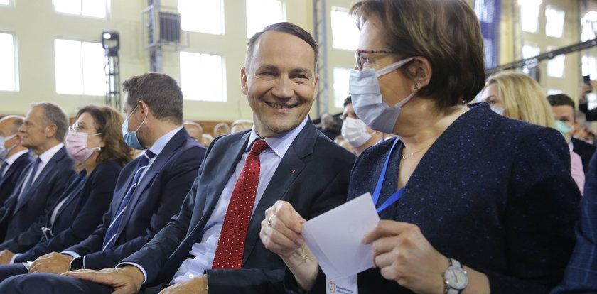 Sikorski na konwencji PO opowiedział 7 dowcipów! Ten ostatni o Kaczyńskim na autostradzie trafiony?