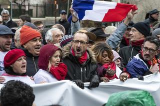 """Po """"żółtych kamizelkach"""" we Francji czas na """"czerwone chusty"""""""