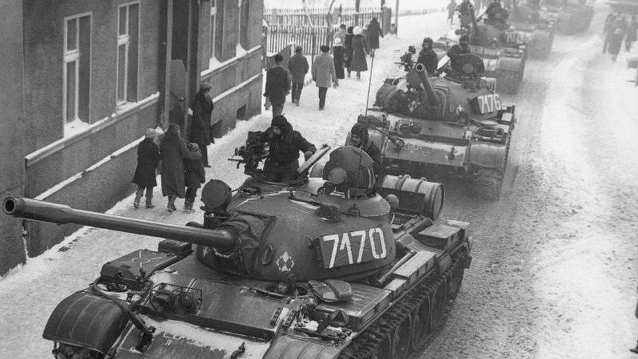 Kolumna czołgów w Zbąszyniu (domena publiczna)
