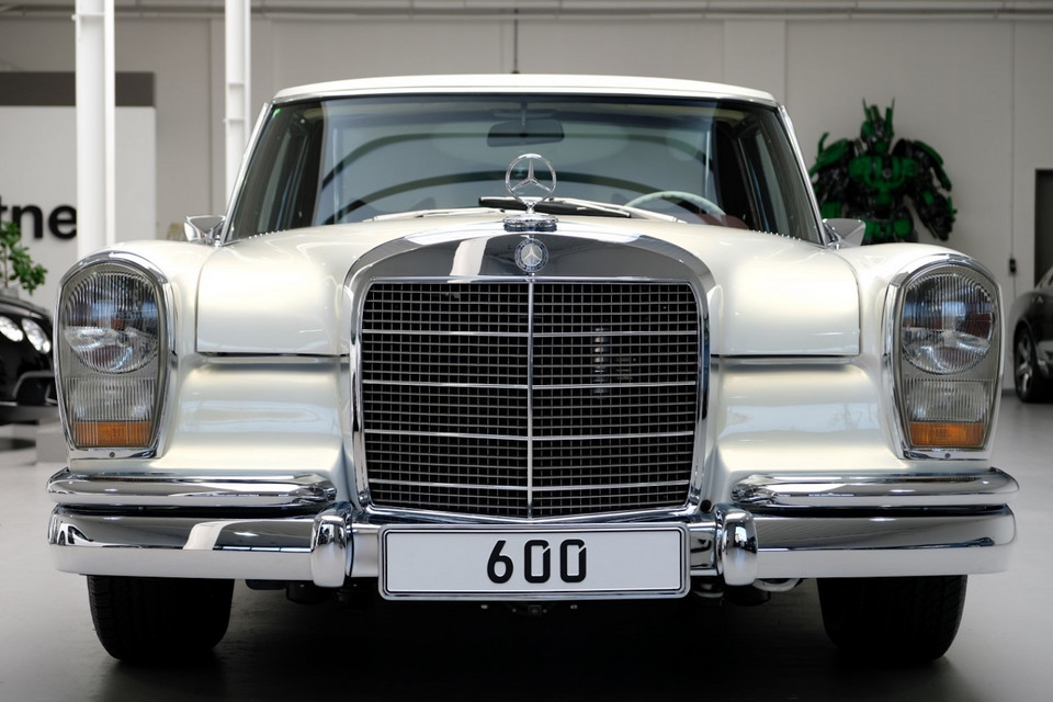 Mercedes 600 Pullman restomod