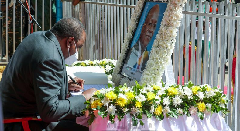 Why Uhuru stopped his Speech during Magufuli's funeral