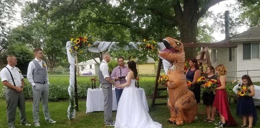 Była świadkiem na ślubie siostry. Nie było jej wstyd tak się ubrać?