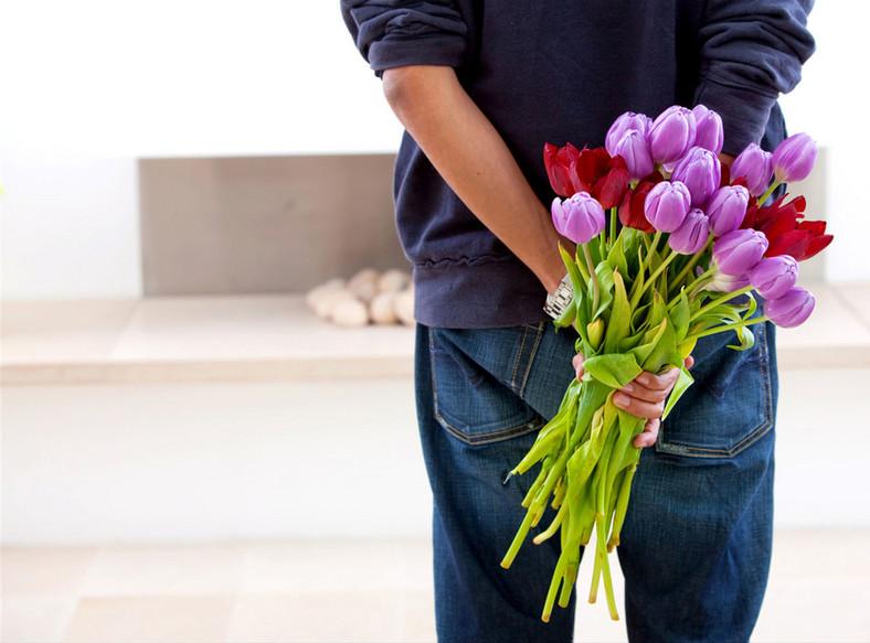 Kwiaty od mężczyzny mówią więcej niż on