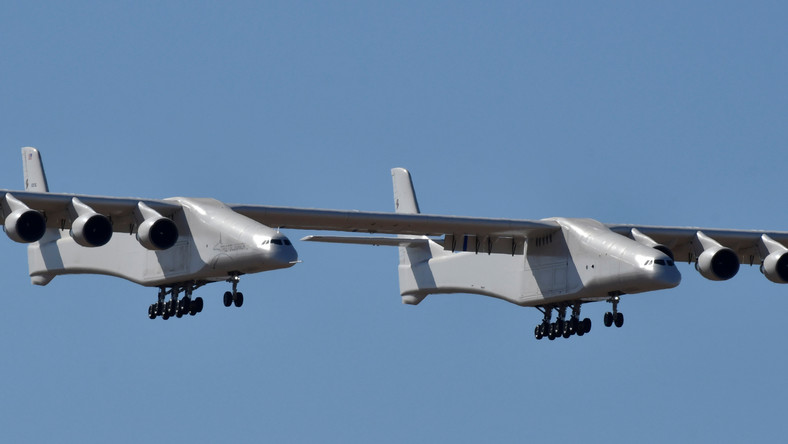The world's largest airplane, built by the late Paul Allen's company Stratolaunch Systems, makes its first test flight in Mojave.