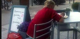 Staruszka chciała odpocząć w restauracji. Zachowanie kelnera zaskakuje