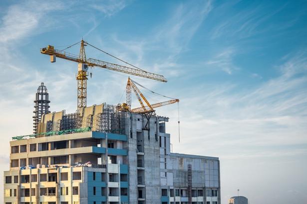 30 proc. populacji, czyli rzeczywiście najgorzej zarabiający Polacy, może liczyć na lokale miejskie i dodatki mieszkaniowe