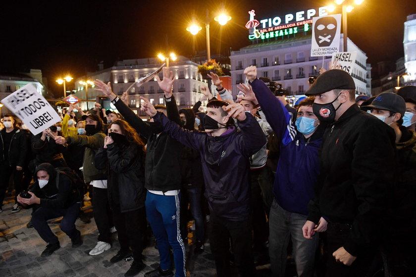Zatrzymanie katalońskiego rapera. Kolejny dzień starć z policją