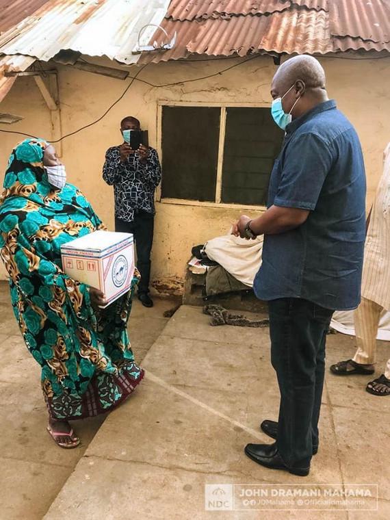 Mahama presents food to households