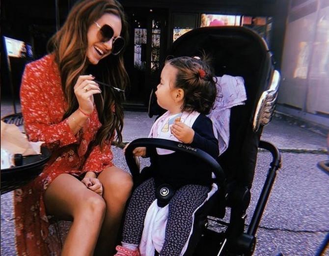 Ena Čubrilo sa ćerkicom Nastjom