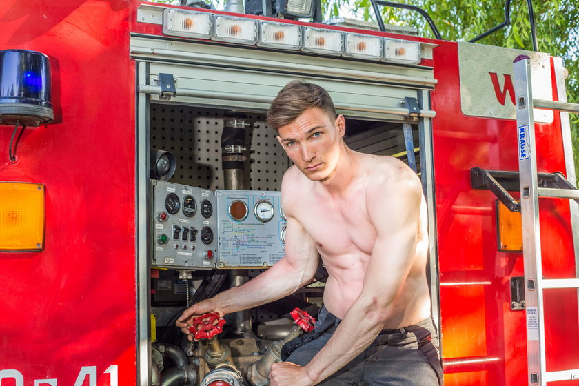 Strażak został modelem