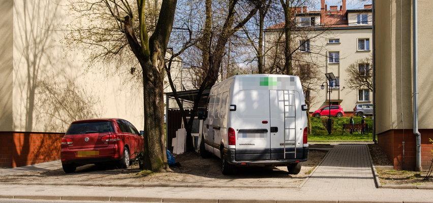 Koniec pobłażania dla mistrzów parkowania. Prezydent Katowic goni kierowców