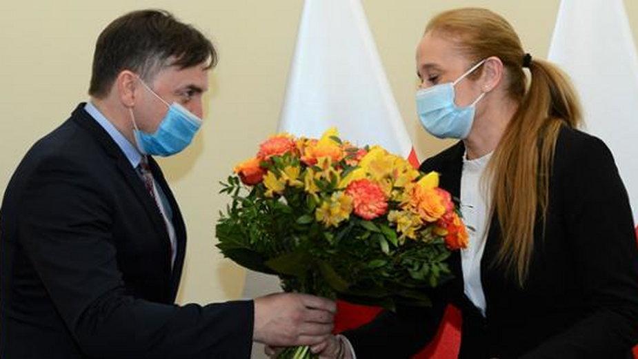 Zbigniew Ziobro wręczył dziś sędzi Katarzynie Frydrych akt powołania na stanowisko. Fot. Ministerstwo Sprawiedliwości