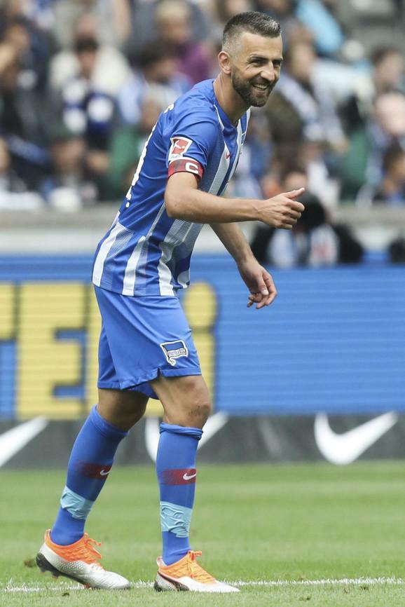 Vedad Ibišević slavi gol za pobedu Herte