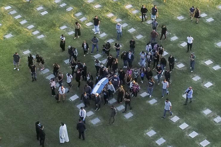 Dijego Maradona sahranjen u Buenos Ajresu