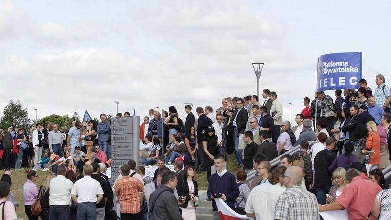 Manifestacje przed konwencją PO w Ergo Arenie w Gdańsku