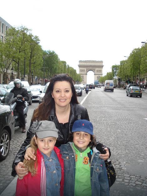 Dragana Mirković sa decom