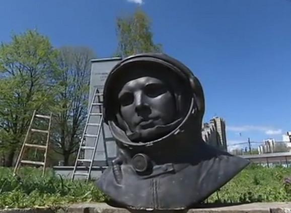 Uklonjen Spomenik Gagarinu Otkriveno Kako Je Doslo Do Greske I Sta