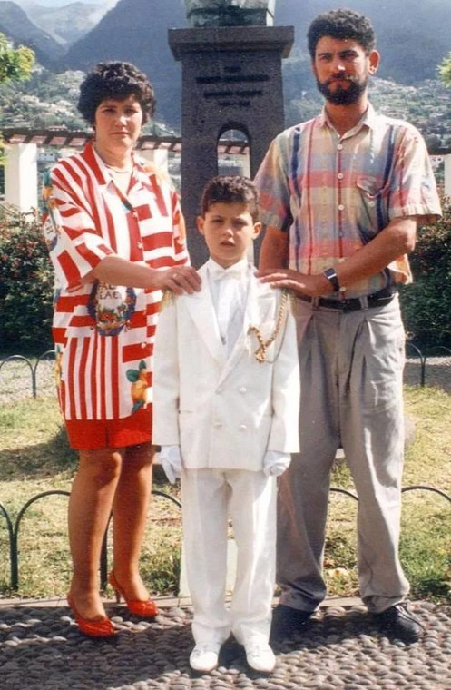 Cristiano Ronaldo with his parents at the age of 10 (Daily Mail)