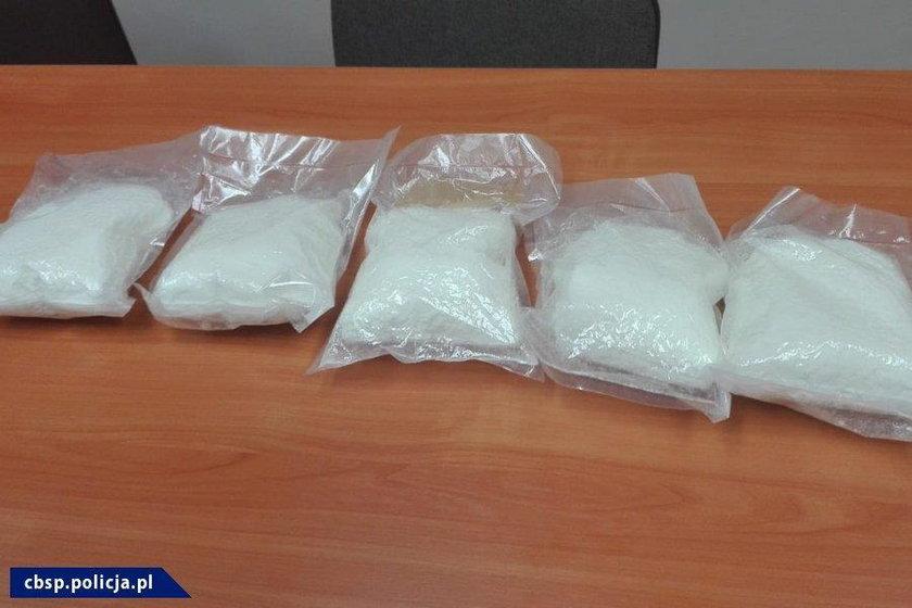 Handlowali bronią, materiałami wybuchowymi i produkowali narkotyki. 21 osób z 96 zarzutami
