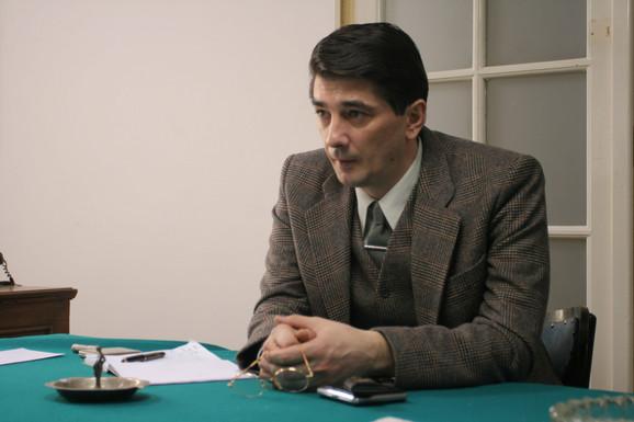 Dr Mihaila Andrejevića u seriji i filmu igra Vojin Ćetković