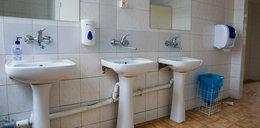Seks 15-latków w toalecie z gimnazjalistką. Jest decyzja prokuratury