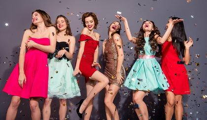 Perfekcyjna sukienka na ślub cywilny – sprawdź wielkie rabaty! Markowe i modne modele: od klasyki po ekstrawagancję