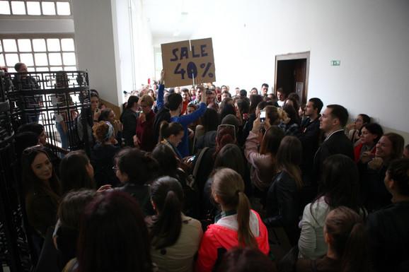 Nezadovoljni studenti Filološkog fakulteta najavili su okupljanje i za sutra u 11.30 sati