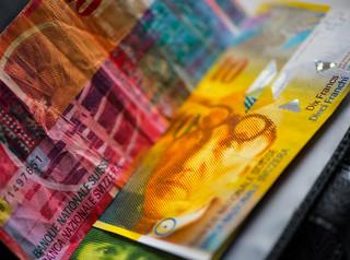 Pytania o franki jeszcze miesiąc bez odpowiedzi