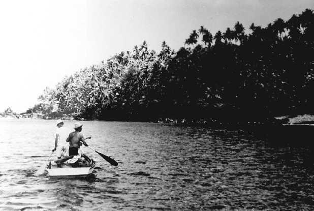 Łódka u brzegów Anatahan, 1950 rok