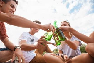 Nieletni piją, bo im pozwalamy