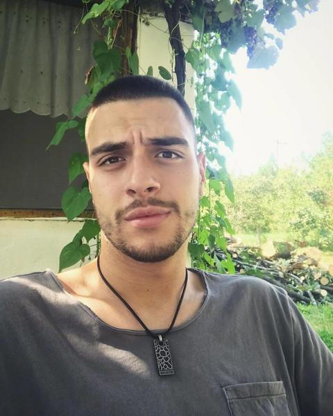 Aleksa Savić je primer da i fini momci uspevaju u rijalitiju, a evo kako izgleda njegova DEVOJKA!