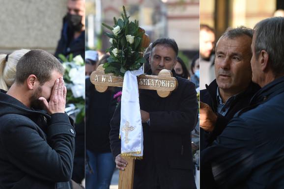 Brat preminule Ane Bulatović (39) SKRHAN NA GROBLJU Tužna povorka uz jecaje ispratila ćerku ubijenog Bate /VIDEO/