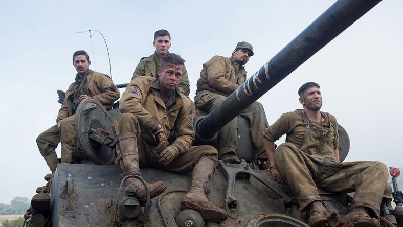 """""""Furia"""" będzie opowieścią o załodze czołu, która w kwietniu 1945 roku podjęła się heroicznej misji przeciwko niedobitkom niemieckiej armii. W rolach głównych występują Brad Pitt i Shia LaBeouf, a partnerują im: Michael Pena, Logan Lerman, Jon Bernthal i Jason Isaacs"""